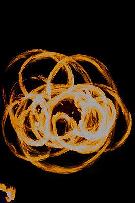 Feuershow - p451m919208 von Anja Weber-Decker