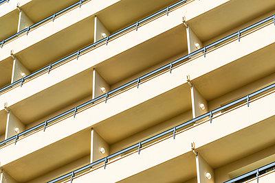 Wohnhochhaus - p488m1169002 von Bias