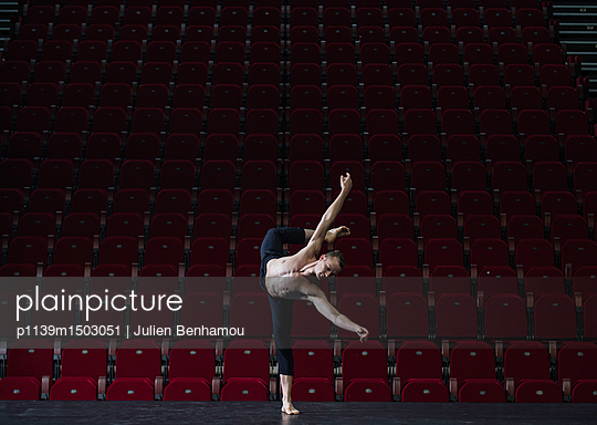 Male dancer on stage - p1139m1503051 by Julien Benhamou