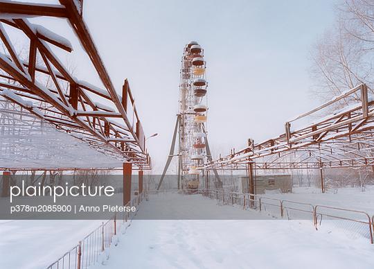 frozen playground - p378m2085900 by Anno Pieterse