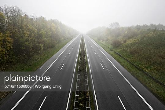 Autobahn - p716m1586806 von Wolfgang Uhlig