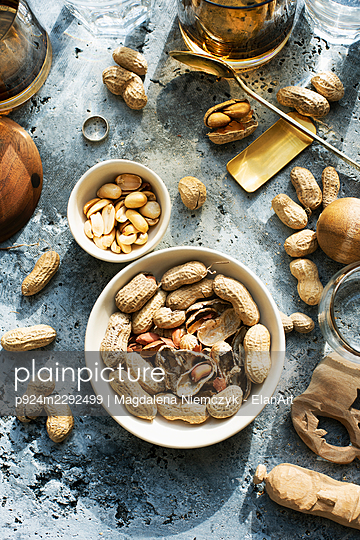 Overhead view of bowls with peanuts on concrete surface - p924m2292499 by Magdalena Niemczyk - ElanArt