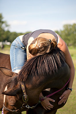 Young woman on horse - p1195m984753 by Kathrin Brunnhofer