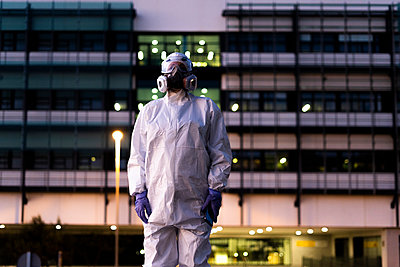 Female scientist wearing protective suit and mask in front of a laboratory - p300m2170116 by Eloisa Ramos