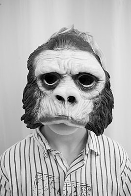 A Child With A Mask That Looks Like Gorilla   - p847m888335 by Bildhuset
