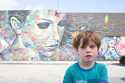 Wynwood wall Miami boy - p1308m2065298 von felice douglas