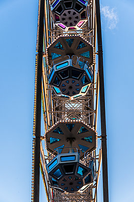 Ferris wheel gondolas - p401m1225590 by Frank Baquet