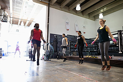 Boxers jumping rope in gym - p1192m2033773 by Hero Images