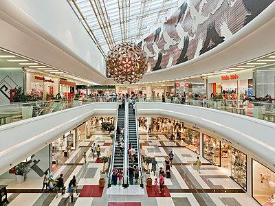 Einkaufscenter - p390m951976 von Frank Herfort