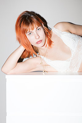 Portrait of redheaded woman - p930m2064058 by Ignatio Bravo