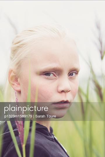 Portrait of a young girl  - p1323m1589179 von Sarah Toure