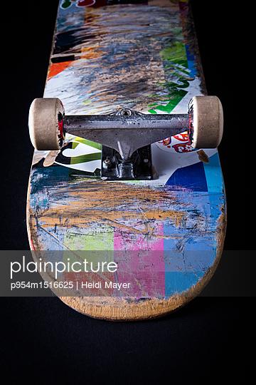 Skateboard - p954m1516625 von Heidi Mayer