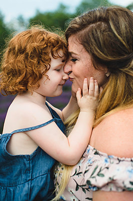 Mother and daughter in lavender field, Campbellcroft, Canada - p429m1504744 by Erin Lester