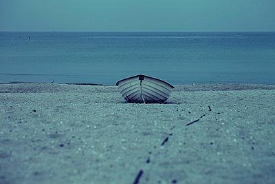 verlassenes Boot - p464m954156 von Elektrons 08
