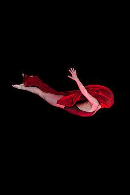 Fliegende Tänzerin - p9190055 von Beowulf Sheehan
