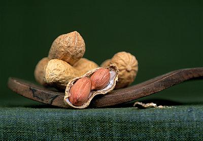 Erdnüsse in Schale - p1259m1064625 von J.-P. Westermann