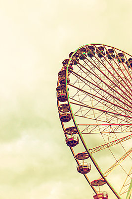 Ferris wheel - p879m2038603 by nico