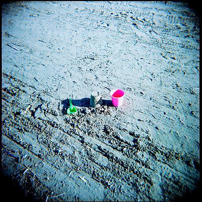 Strandspielzeug - p9112189 von Nicolas Dollmann
