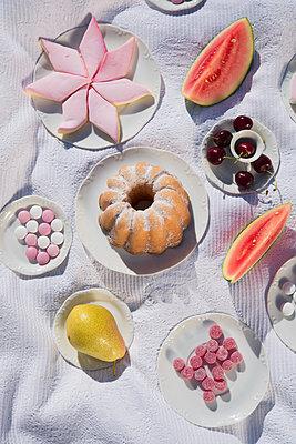 Süßes Picknick - p954m1154510 von Heidi Mayer