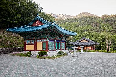 Korea, Sokcho, Temple in Seoraksan National Park - p1492m2178677 by Leopold Fiala