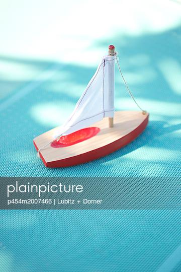 Sailing trip - p454m2007466 by Lubitz + Dorner
