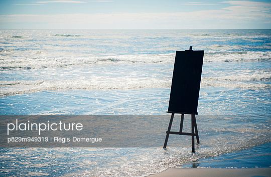 Strandbild - p829m949319 von Régis Domergue