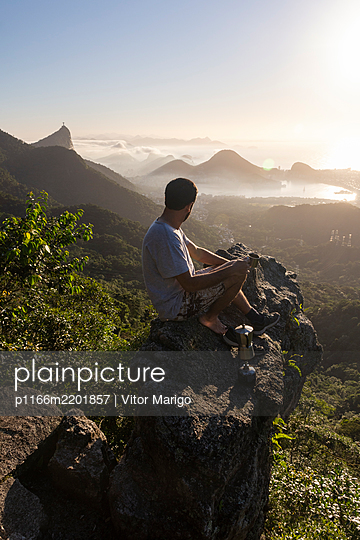 Beautiful sunrise in the rainforest with a view to the city of Rio de Janeiro, Brazil - p1166m2201857 by Vitor Marigo