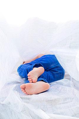 Liegendes Kind - p1308m1136810 von felice douglas