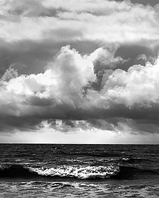 Clouds and Wave - p983m1540453 by Richard Dunkley