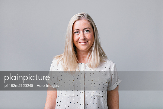 Portrait confident, smiling woman - p1192m2123249 by Hero Images