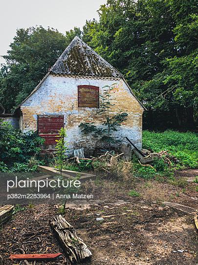 Abandoned building on Fyn - p382m2283964 by Anna Matzen