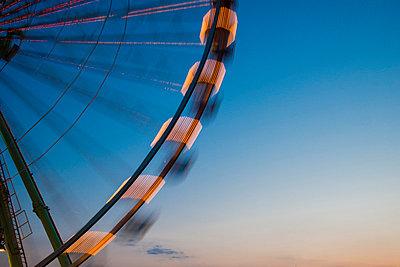 Germany, North Rhine-Westphalia, Cologne, part of big wheel at blue hour - p300m980623f by Walter G. Allgöwer