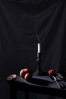 Kerze erlischt - p237m886655 von Thordis Rüggeberg