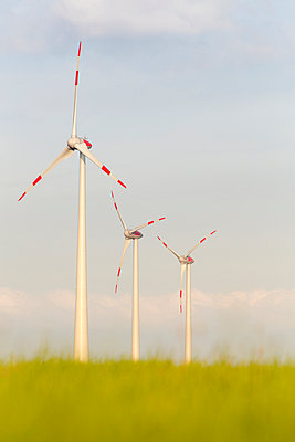 Windkraftanlage Kemel, Tausnuskamm, Rheingau Taunus Kreis - p718m892115 von Arne Landwehr