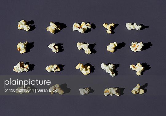 Popcorn Stillleben - p1190m2015044 von Sarah Eick