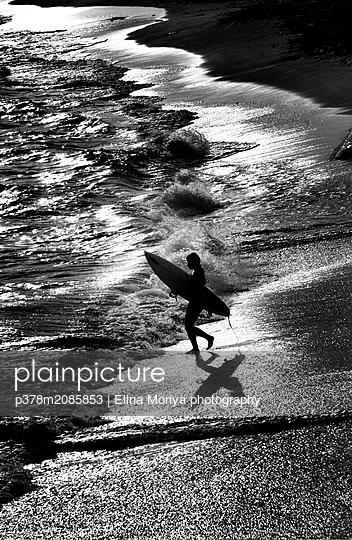 Humbleness in Shadows - p378m2085853 by Elina Moriya photography