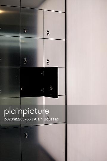 Opened locker - p378m2235756 by Alain Boussac