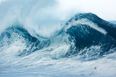 Hawaii, Wave Breaking In Hawaii. - p442m934892 by Vince Cavataio photography