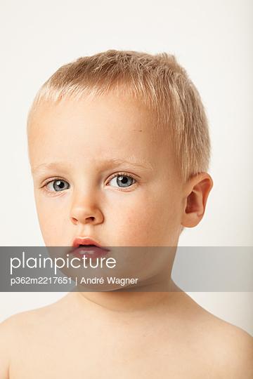 Porträt eines kleinen Jungen - p362m2217651 von André Wagner