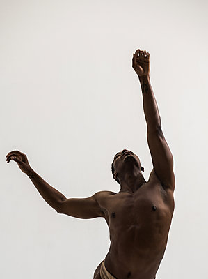 Dancer - p1139m2022099 by Julien Benhamou