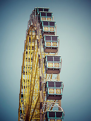 Germany, Hamburg, Big wheel - p300m1047514f by Kristian Peetz