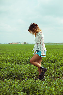 Young woman walking in a green field - p300m2028672 by Aitor Carrera Porté