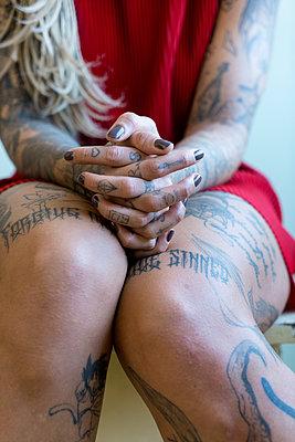 Tattooed woman - p427m2076112 by Ralf Mohr