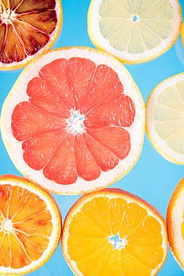 Zitrusfrüchte - p954m1516642 von Heidi Mayer