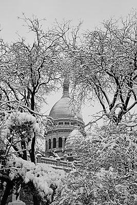 Snowy Sacré-Cœur de Montmartre - p1499m2142244 by Marion Barat