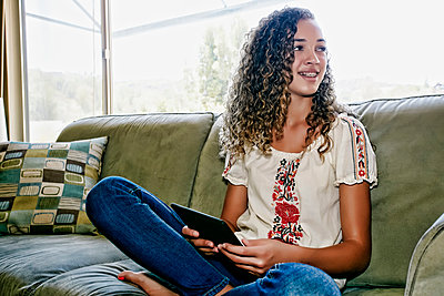 Mixed race girl using digital tablet - p555m1463829 by Peathegee Inc