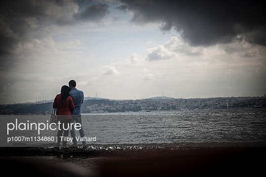 Couple along the Bosphorus - p1007m1134860 by Tilby Vattard