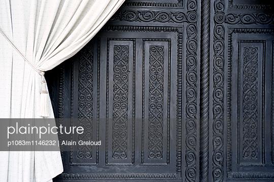 Antike Tür - p1083m1146232 von Alain Greloud
