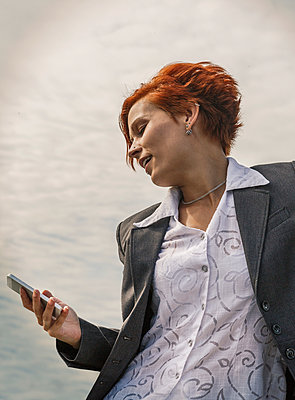 Caucasian businesswoman using cell phone - p555m1410613 by ac productions
