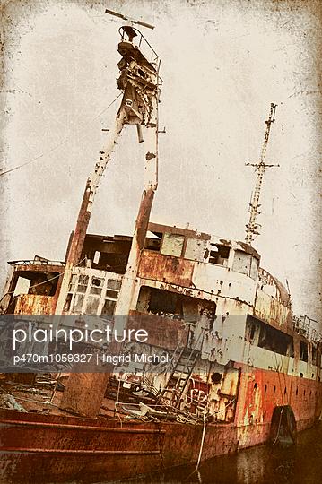 Schiffswrack - p470m1059327 von Ingrid Michel